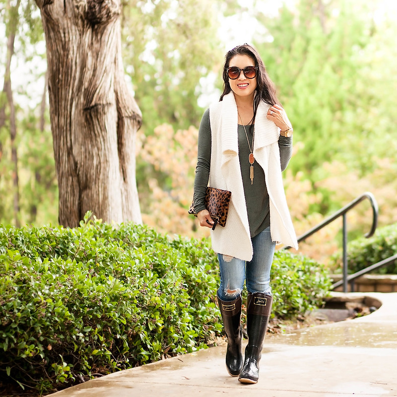 cute & little blog | petite fashion | sweater vest, olive gray tunic, distresse jeans, joules evedon bow rain boots, kendra scott rayne necklace, clare v leopard clutch | fall outfit