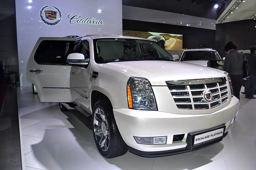 Внедорожник Cadillac за 5,8 млн руб. украли на юго-западе Москвы