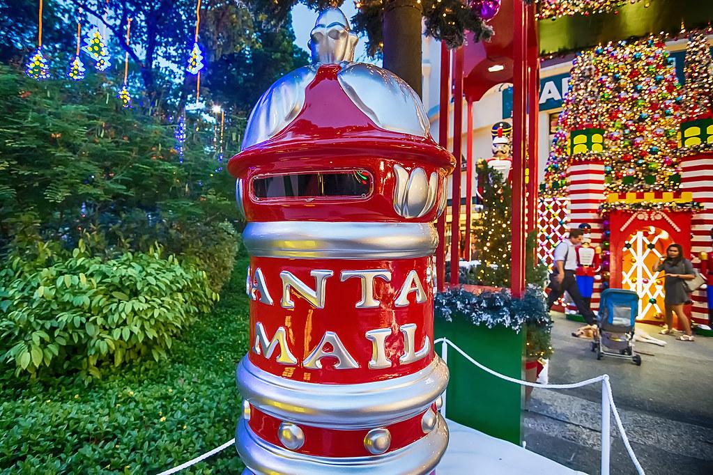 Orchard Road встречает Рождество и Новый Год. Крупным планом.