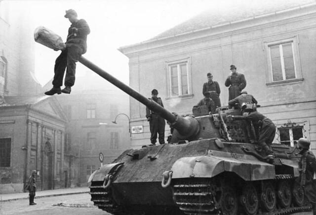 Тяжелый танк времен Второй Мировой Войны Tiger II производства MAN
