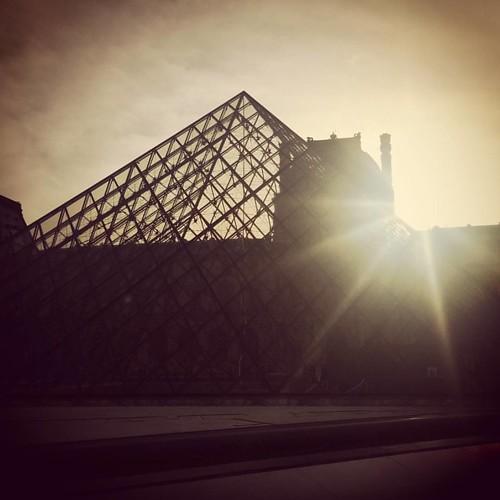 3 uur rondgedwaald in het Louvre. 👌 #paris #parislove #parisjetaime #louvre #sunset #latergram