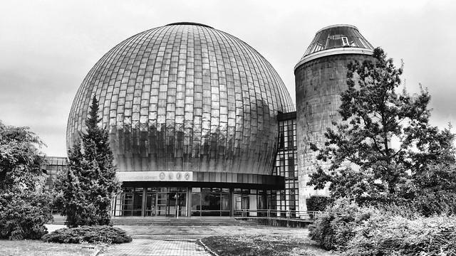 The glossy Planetarium