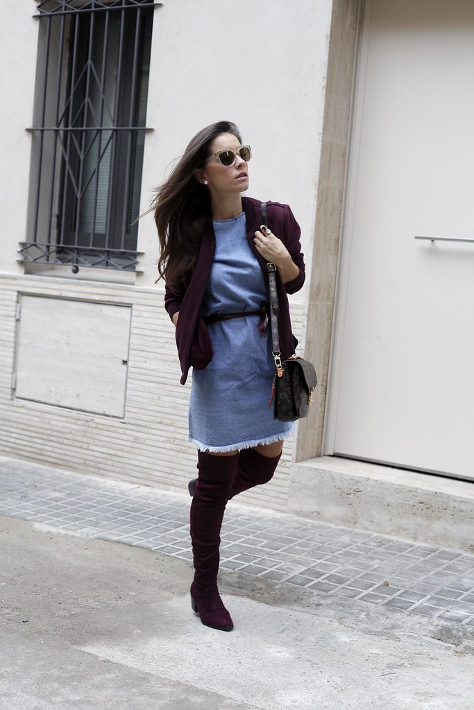 013_how_to_wear_bomber_burgundy_outfit_theguestgirl_streetstyle_barcelona