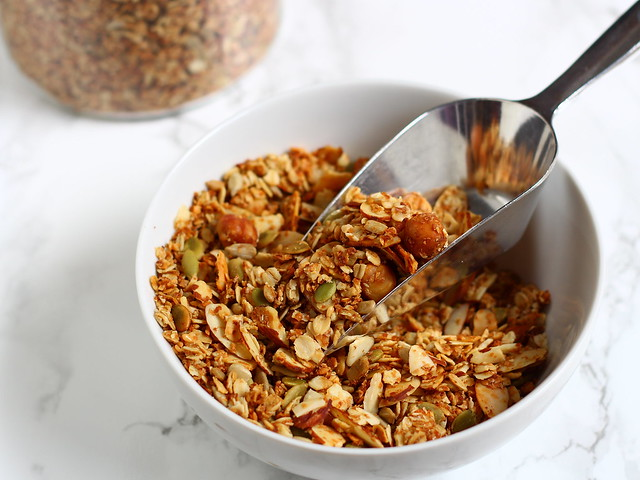Crunchy nuts & seeds granola