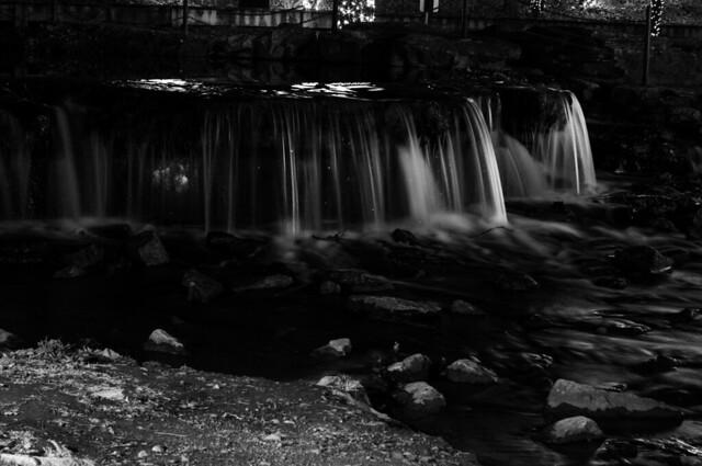 waterfall 2 b+w