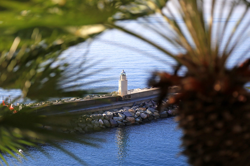 camogli-lighthouse