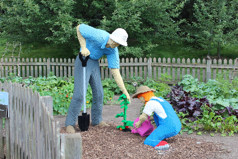 Grandfather and Granddaughter Gardening: 46,940 LEGO bricks and 535 build hours