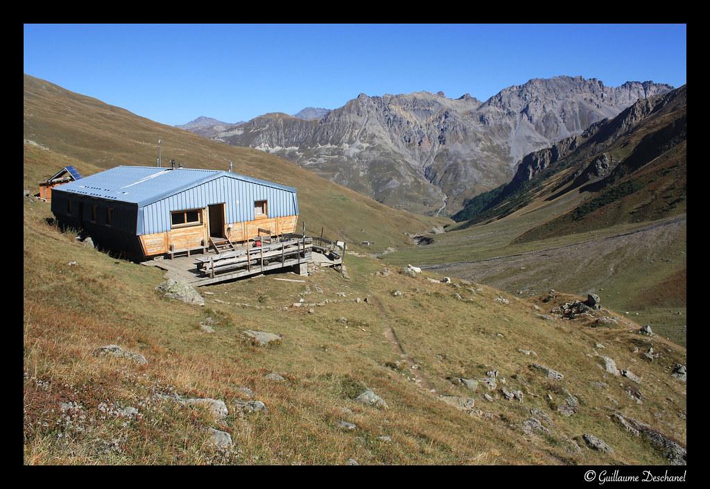 Le Refuge des Aiguilles d'Arves (2260 m)
