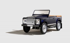 model car(0.0), compact sport utility vehicle(0.0), automobile(1.0), automotive exterior(1.0), sport utility vehicle(1.0), vehicle(1.0), land rover defender(1.0), off-road vehicle(1.0), bumper(1.0), land vehicle(1.0),