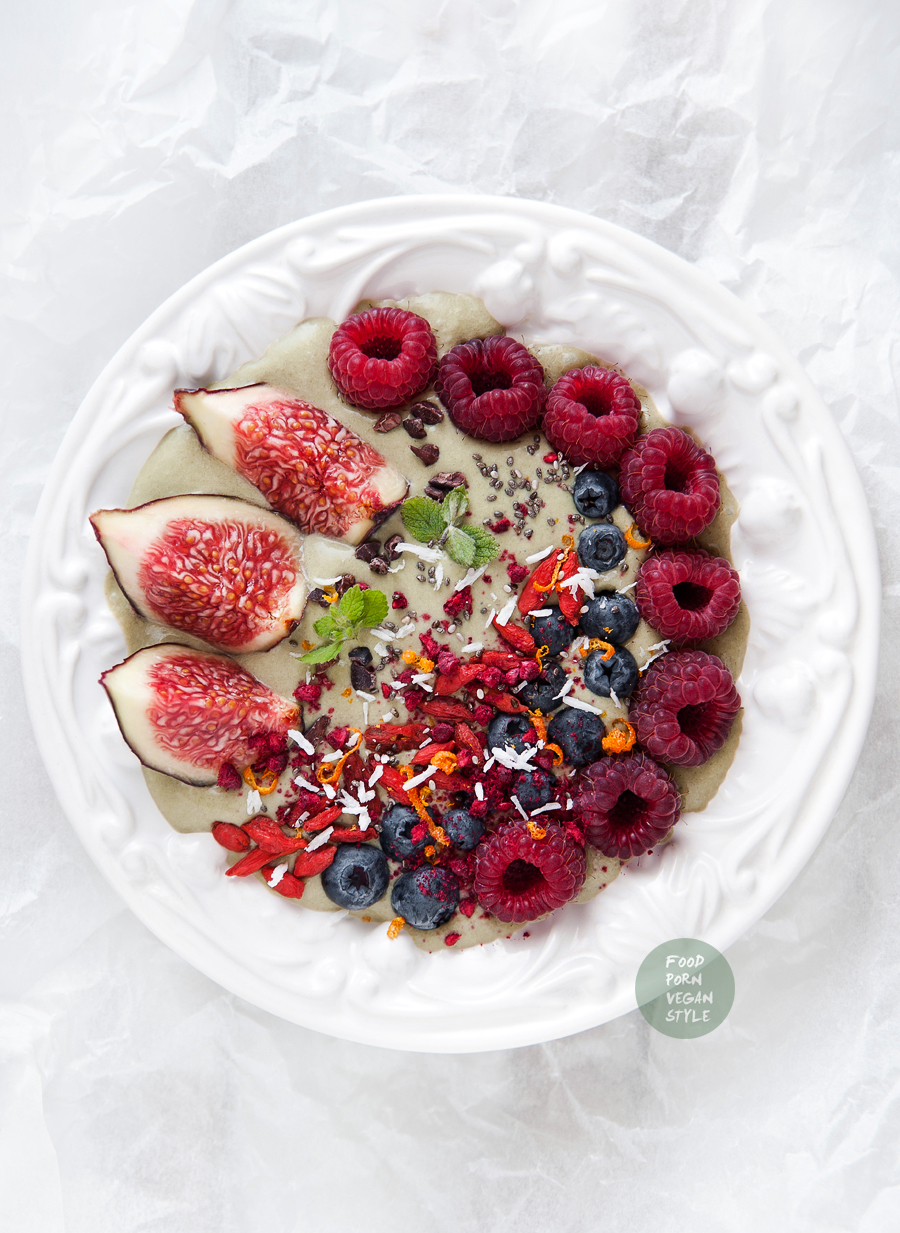 Green smoothie bowl with super greens