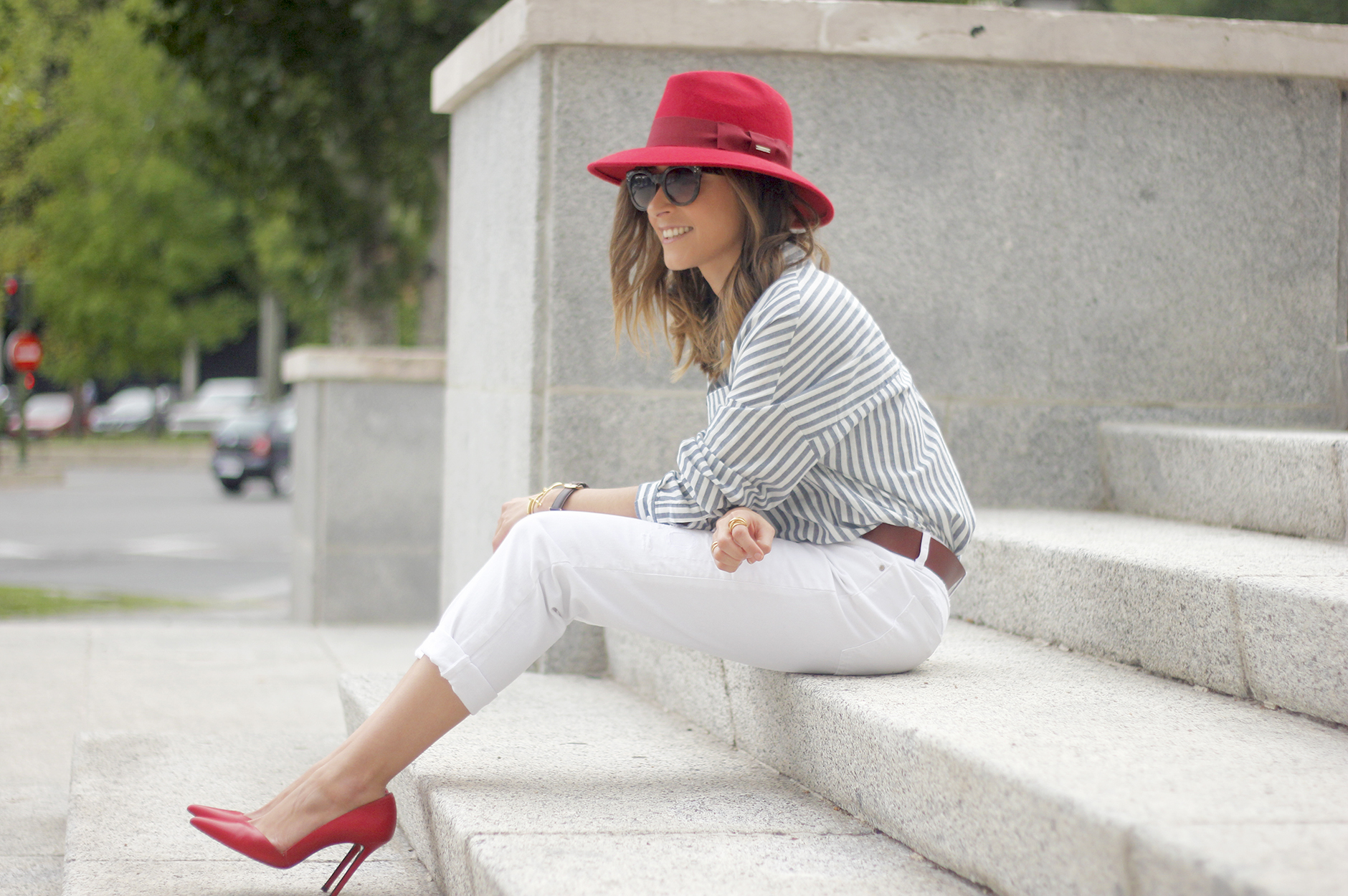 Red Hat Red Shoes White Jeans06