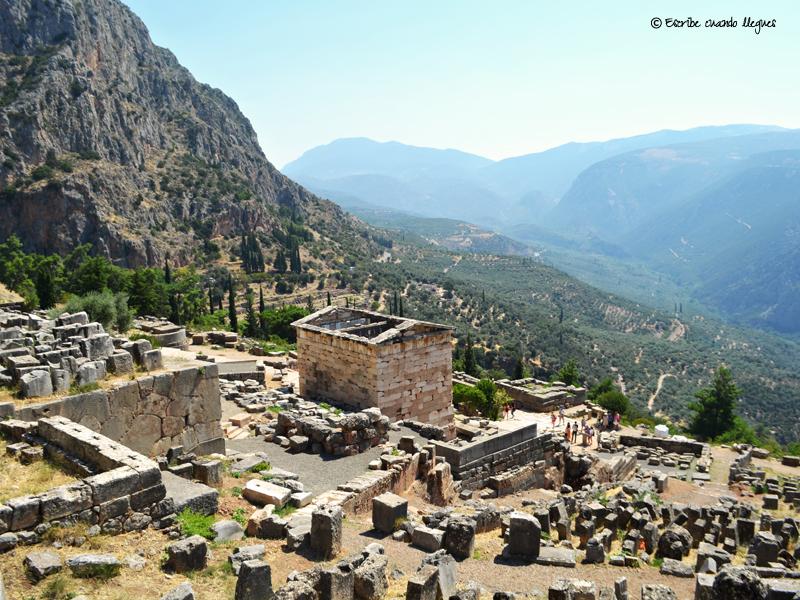 Vista panorámica de uno de los Tesoros del recinto arqueológico de Delfos