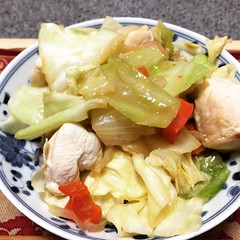 kei-chan is a popular dish in the gujo hachiman area. chicken is simmered in a spicy miso sauce with cabbage & onion. I added red bell pepper to give it some color.  #keichan #dinner #gujohachiman #ケイチャン #郡上八幡 #japan #岐阜 #gifu