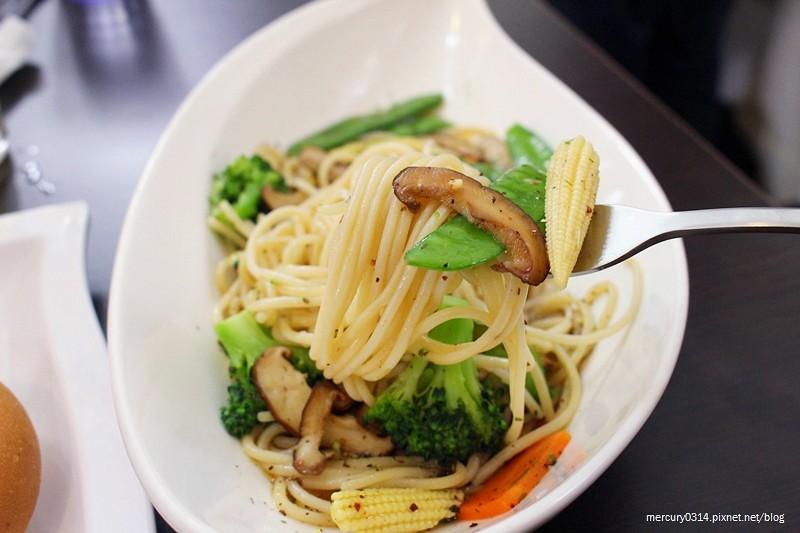 22417777141 2b2ffa3bcb b - 熱血採訪。台中南區【遇見 pasta . 和食】日式、義式料理都吃得到,素食可,下午茶時段享85折優惠,近中興大學、國資圖圖