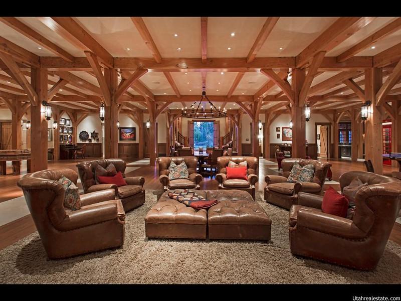 Красивый дизайн зала в доме