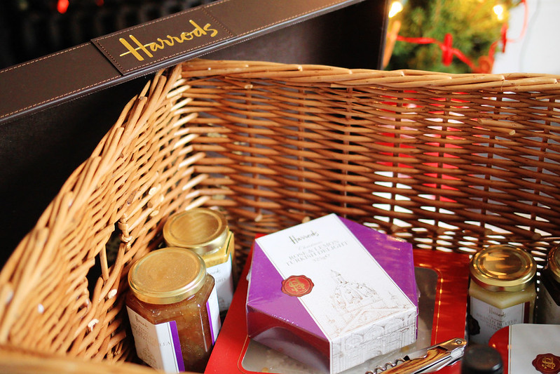 harrods luxury food hamper