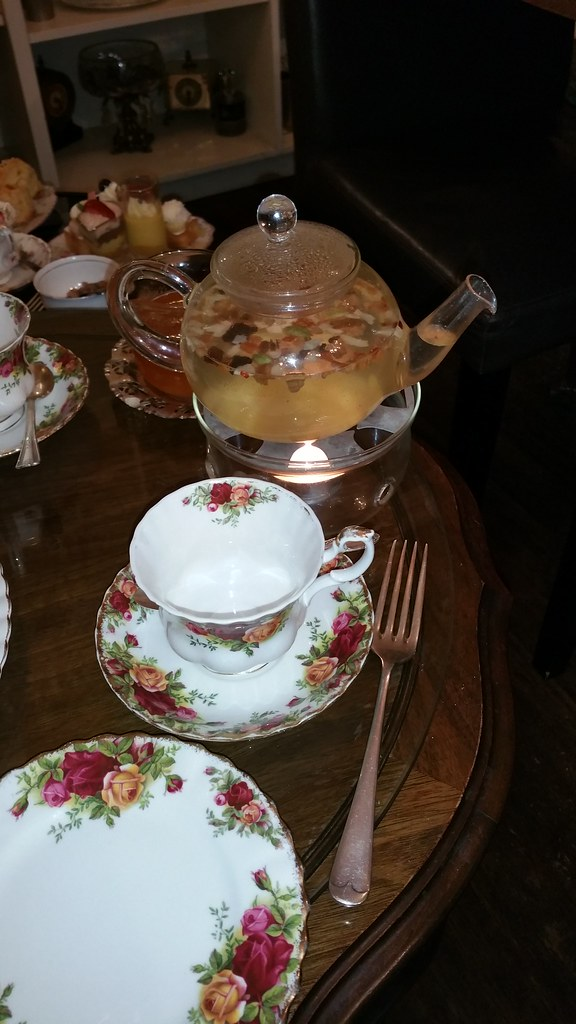 2015-Dec-20 Adonia - teapot and tea set