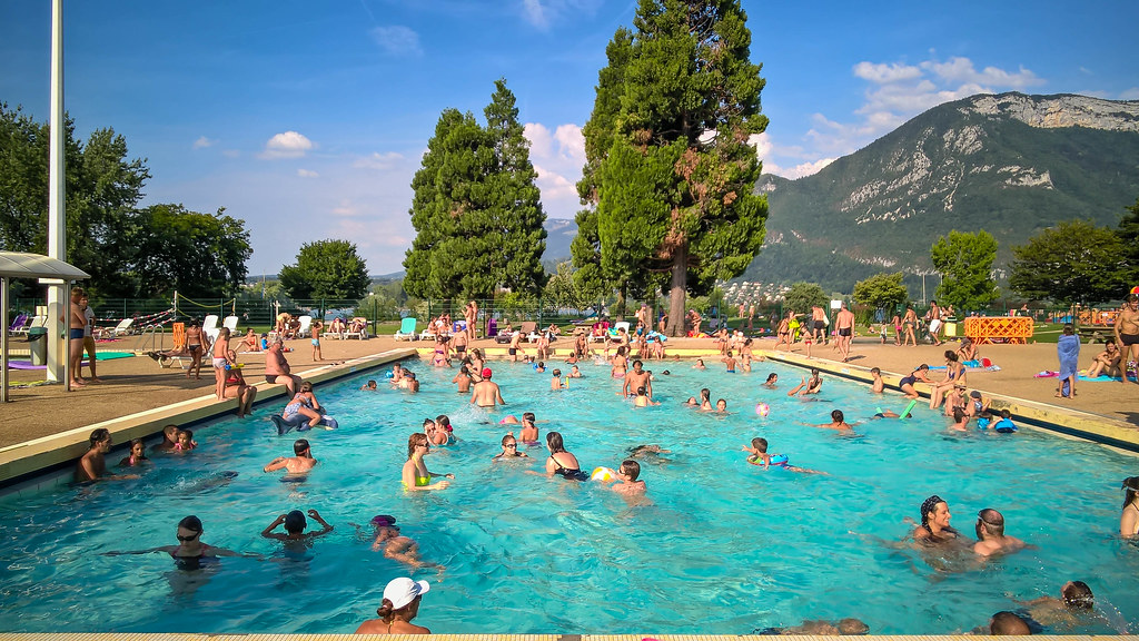 Public swimming pool annecy france wp 20150806 17 45 4 for Swimming pool 4 eckig