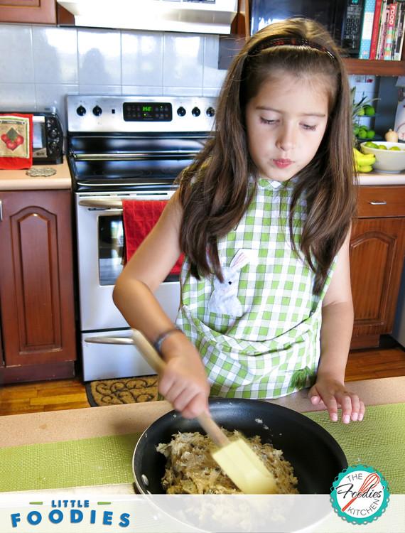 Little Foodies: Giant Skillet Cookie