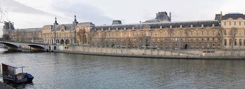 Musée du Louvre along the Quai François Mitterrand (Panorama)