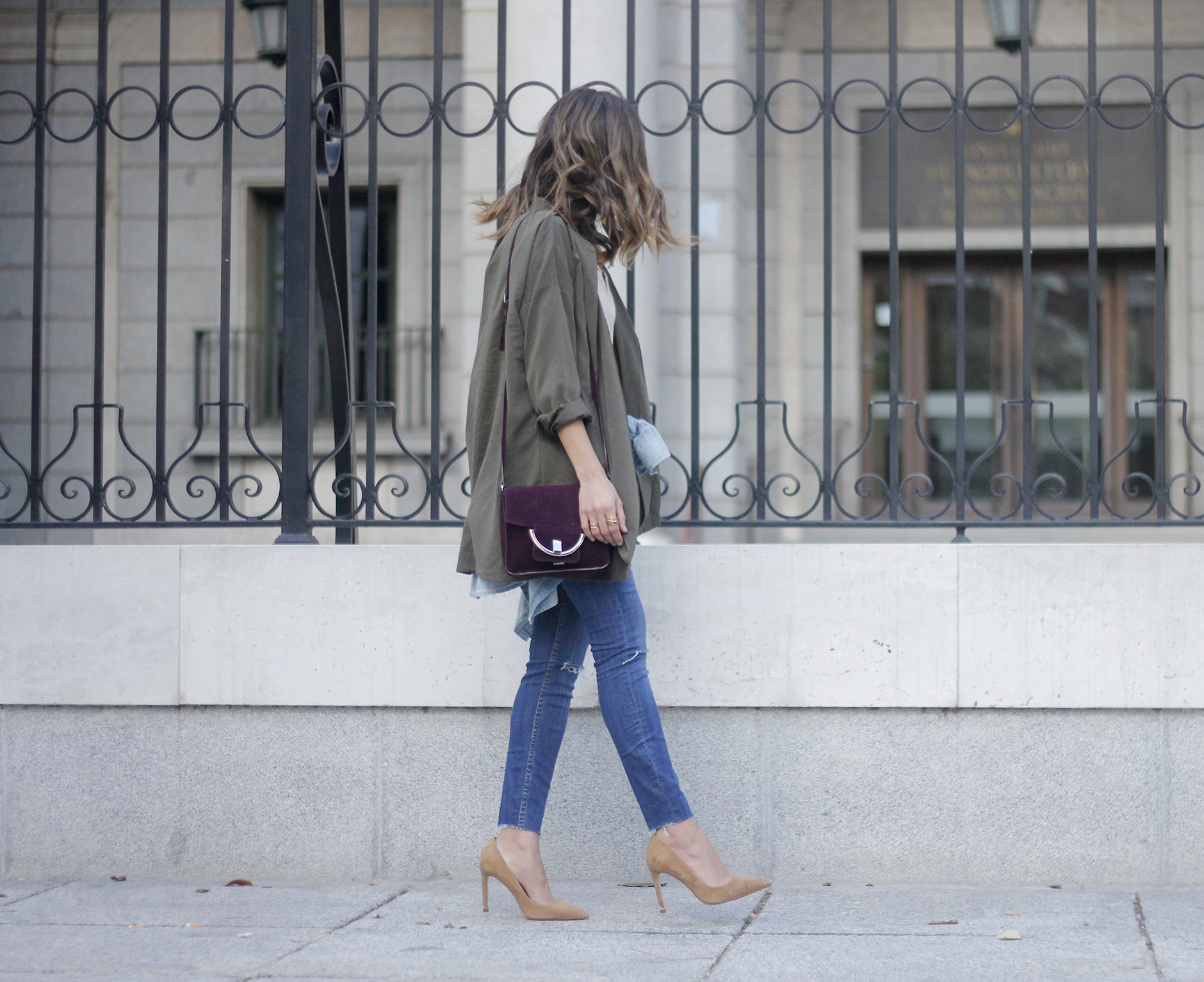 army green shirt jeans nude heels uterqüe purse outfit14