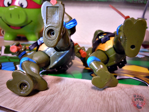 "Nickelodeon ""HISTORY OF TEENAGE MUTANT NINJA TURTLES"" FEATURING LEONARDO - ORIGINAL '88 LEONARDO v / ..with Vintage '88 release (( 2015 ))"