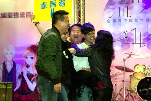 個人創作組的冠軍Nelson由全家陪同上台受獎,接受家人的擁抱。
