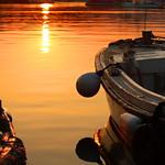 6. August 2015 - 5:14 - Nach einem langen Abend geht die Sonne über einem kroatischen Hafen in einem wunderschönen Farbspektakel auf und lässt alles in Gold- und Orangetönen leuchten... :)