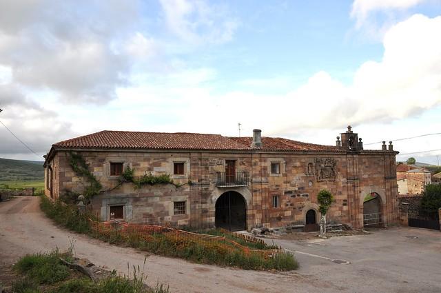 Henestrosa de Las Quintanillas (Valdeolea-Cantabria). Palacio de la Corralada