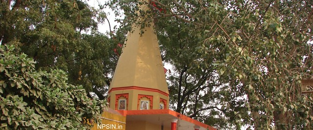 वनखण्डेश्वर मंदिर (Vankhandeshwar Mandir) oldest and famous temple of Sirsaganj, popularly called as Barkhandi (बरखंडी) by local community and dedicated to Lord Shiv.