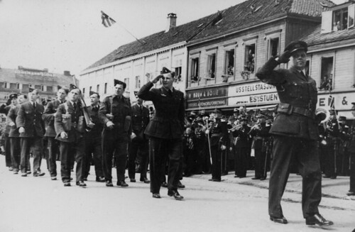 Norske styrker defilerer i Kongens gate (1945)