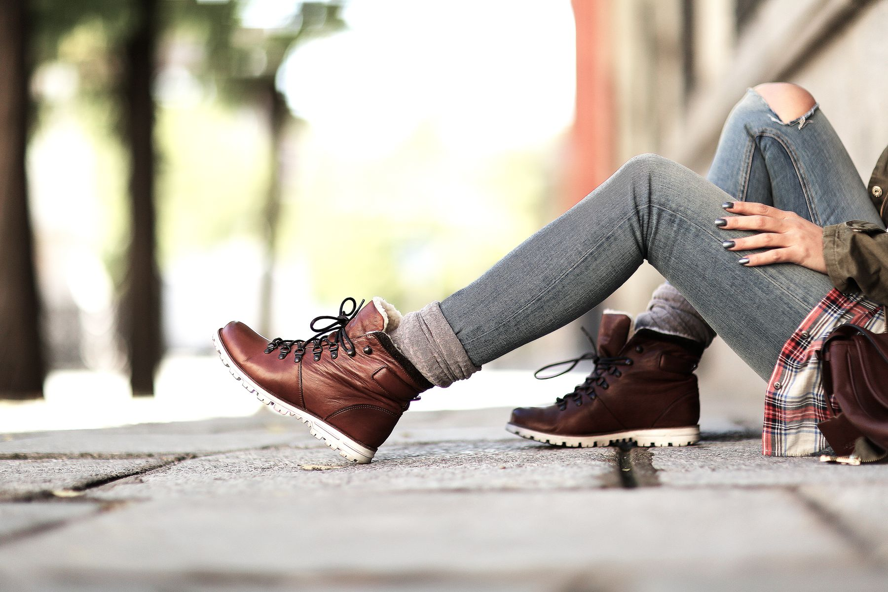 trendy-taste-look-outfit-street-style-trekking-tendencia-botas-parka-camisa-cuadros-plaid-shirt-fall-otoño-5