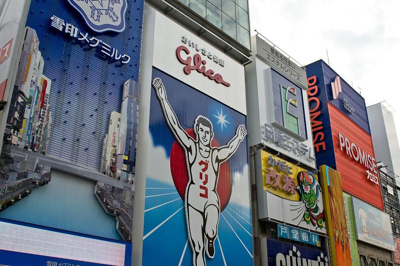 Glico man - A wander down Dotonburi, Osaka | packmeto.com