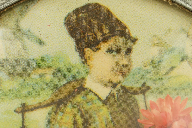 RD15027 Vintage Wind Up Music Powder Trinket Box Dutch Boy Round Aluminum DSC06788