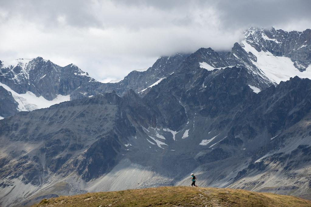 H Lizzie Hawker με φόντο τον ορεινό όγκο του Monte Rosa   Photo (c): Ultra Tour Monte Rosa