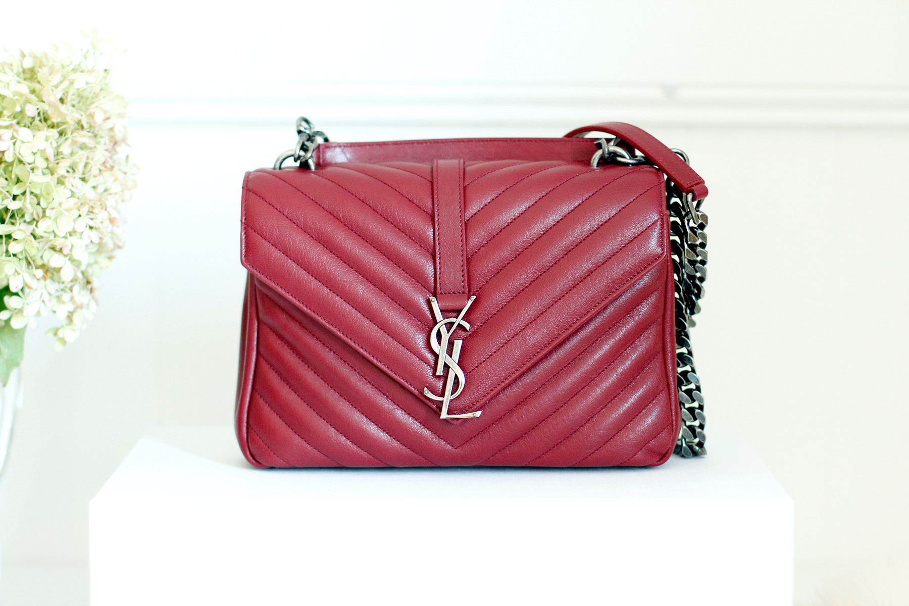 YSL Saint Laurent Paris Classic Monogramme Flap Bag Red Toss Or Take fashionblogger germanblogger cats & dogs ricarda schernus styleblogger accessoires düsseldorf berlin 3