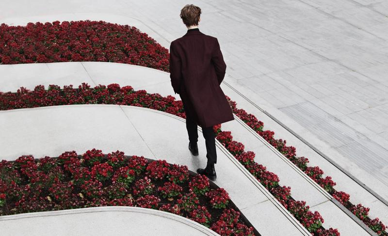 mikkoputtonen_fashionblogger_london_asos_burgundy_overcoat_turo_tigerofsweden_outfit_style_mensfashion_flowers1_web