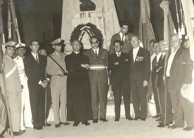 Casamasima- Ricordo di Luigi Ferri-Commemorazione dei Caduti_ il sindaco Luigi Ferri e al suo fianco Monsignor Perniola