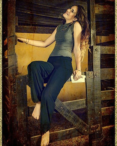 #Rebidio #Foto #modelo #model #moda #Establo #Fotomontage #retocada #Photoshop #efect #psdbox #manipulada. Modelo : Fiorella Fernández.