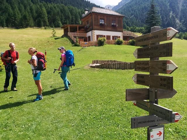 Start am Almhotel Glieshof Richtung Oberetteshütte Markierung Nr. 1