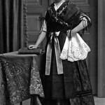 Maria, die Urgroßmutter von Doris, in der Billeder Kirchweihtracht vor rund 100 Jahren. Sie war auch Mitglied im Billeder Tennisclub.