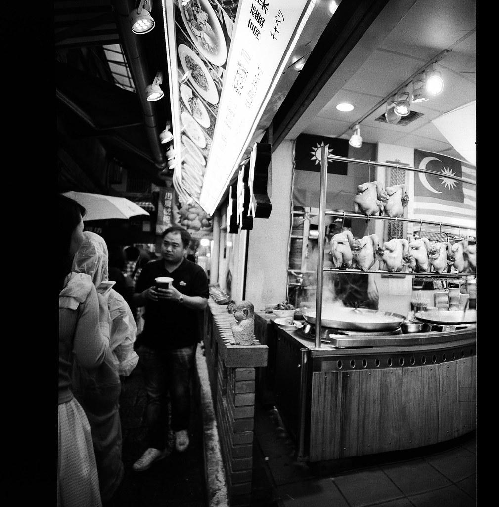 九份 台灣 Taiwan / Lomo LC-A 120 2015/11/14 假日突然想到九份走走,就背著相機出發!一路上邊走邊拍,就慢慢在人多的地方。  Lomo LC-A 120 Kodak TRI-X 400 / 400TX 120mm 3527-0012 Photo by Toomore