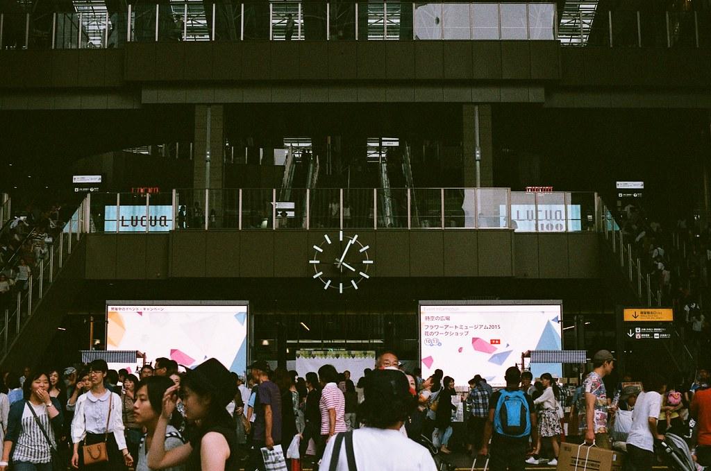 梅田 大阪 Osaka 2015/09/22 走回到梅田車站附近,準備再走到大阪中央郵便局寄東西。  Nikon FM2 Nikon AI Nikkor 50mm f/1.4S AGFA VISTAPlus ISO400 0945-0036 Photo by Toomore