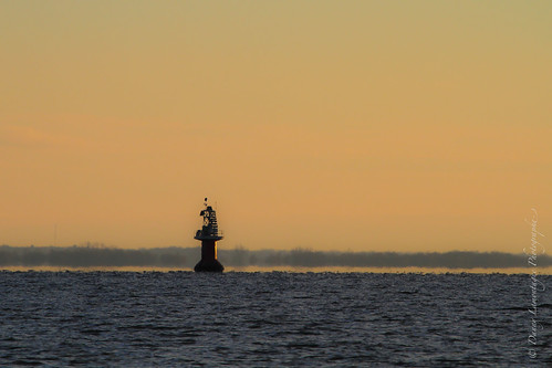 sunset orange lighthouse water river soleil eau quebec québec mauricie phare fleuve