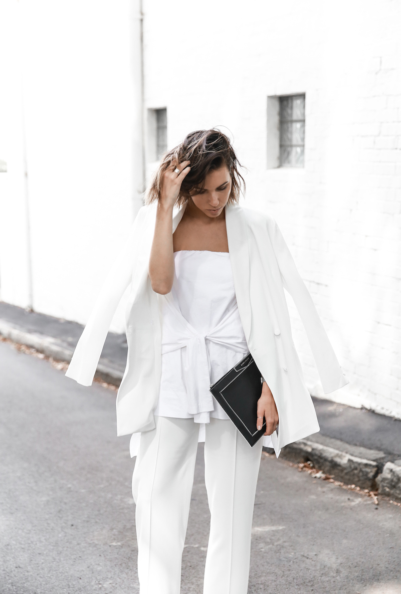 all white street style off duty fashion blogger one top three ways modern legacy farfetch inspo (11 of 13)