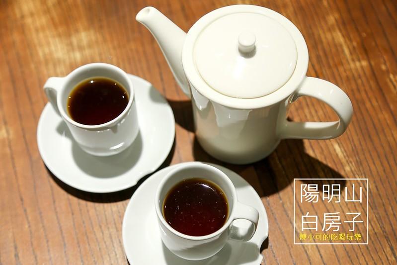 白房子 Yang Ming Caf'e【台北陽明山咖啡館】老房子改建的白房子Yang Ming Caf'e:牛排、義大利麵、下午茶、咖啡、蛋糕,有好吃餐點及優雅環境的特色餐廳(聚餐、大包廂推薦)