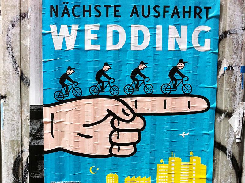 Plakat an einem Stromkasten Nächste Ausfahrt Wedding