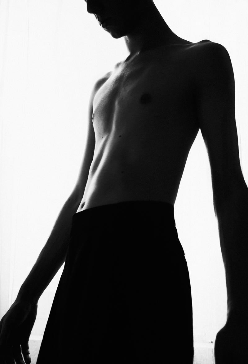mikkoputtonen_blogger_london_photography_portrait_blackandwhite_red3_web