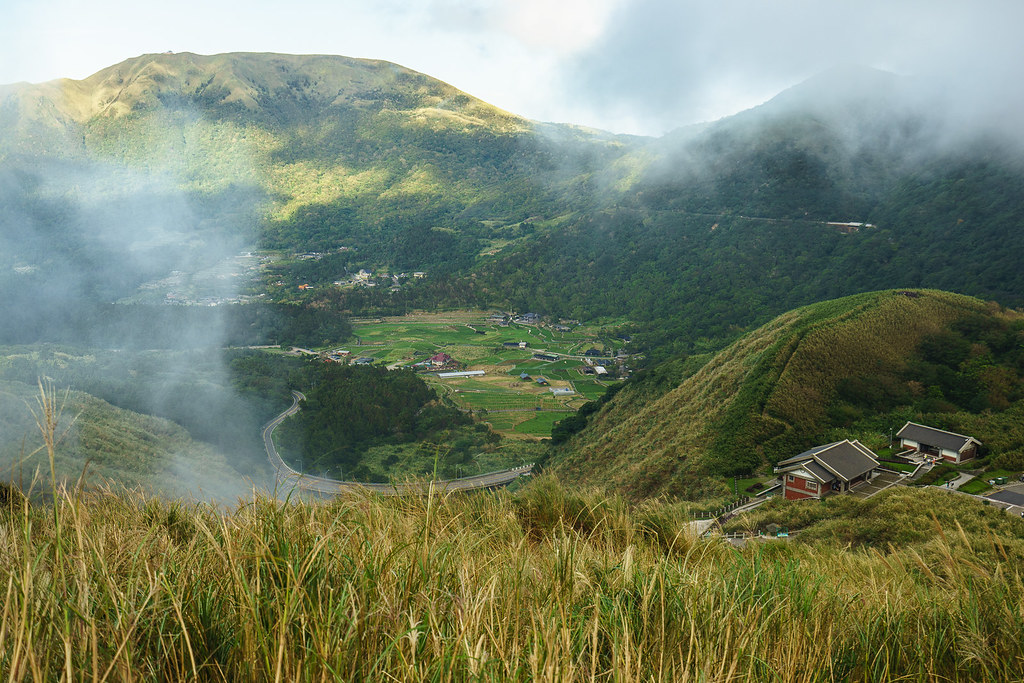七星山 登山步道 拍小遊坑遊客中心及頂湖