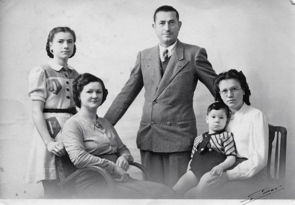 A Family Portrait 1930s40s Vintage Ladies Flickr